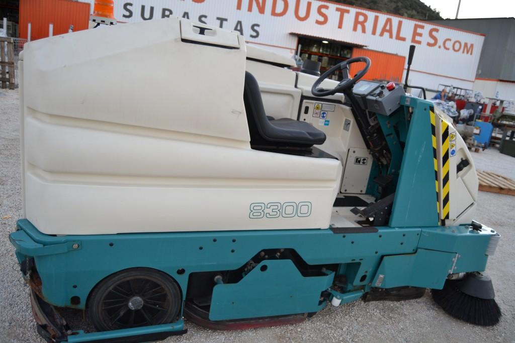 Barredora- Fregadora Industrial Tennant 8300