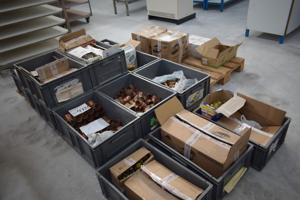 Lote de accesorios de cobre para fontaner a - Accesorios de fontaneria ...