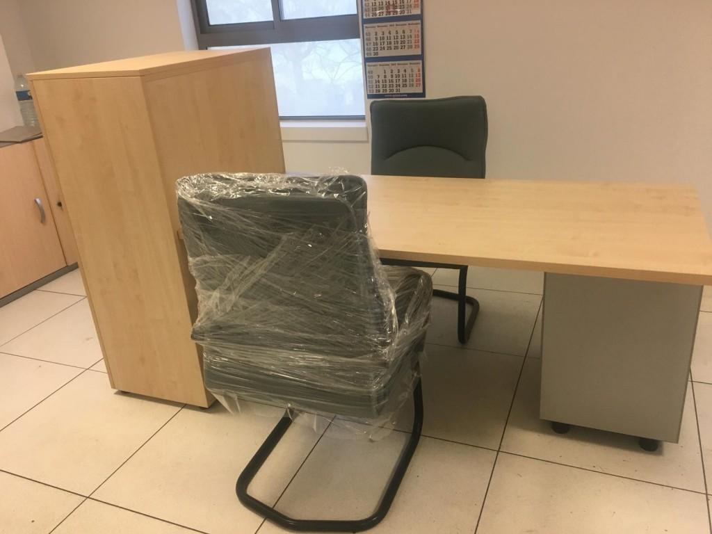 Conjunto de mobiliario de oficina de mesa + archivador + sillas