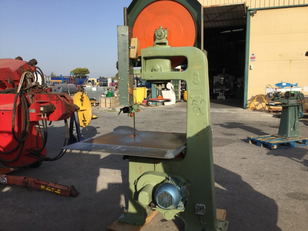 Sierra de cinta para madera de diámetro 70 cm , motor 4 kw