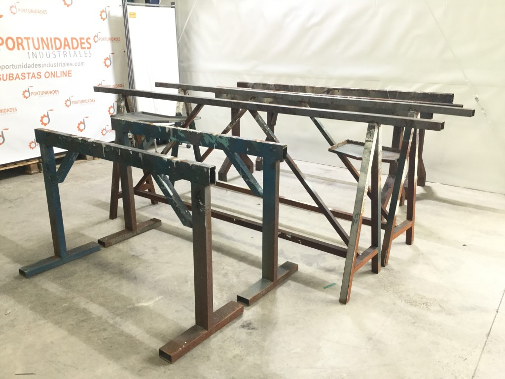 Lote de 3 pares de caballetes para mesas de trabajo en taller for Pedestales metalicos para mesas