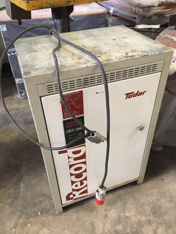 Cargador de baterías para carretillas Tudor Record