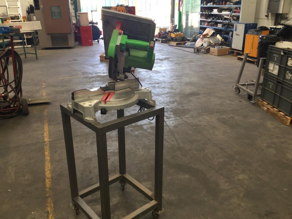 Maquina. Cortadora  de madera ,disco de 250 mm Casals VTR 250 M  1.800 w