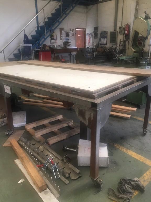 Mesa de trabajo reforzada para taller for Mesas de trabajo para taller